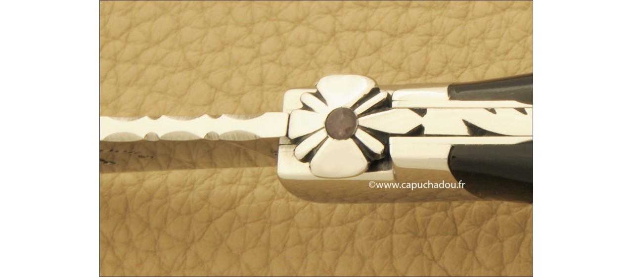 """""""Le Capuchadou-Guilloché"""" 10 cm hand made knife, buffalo bark horn"""
