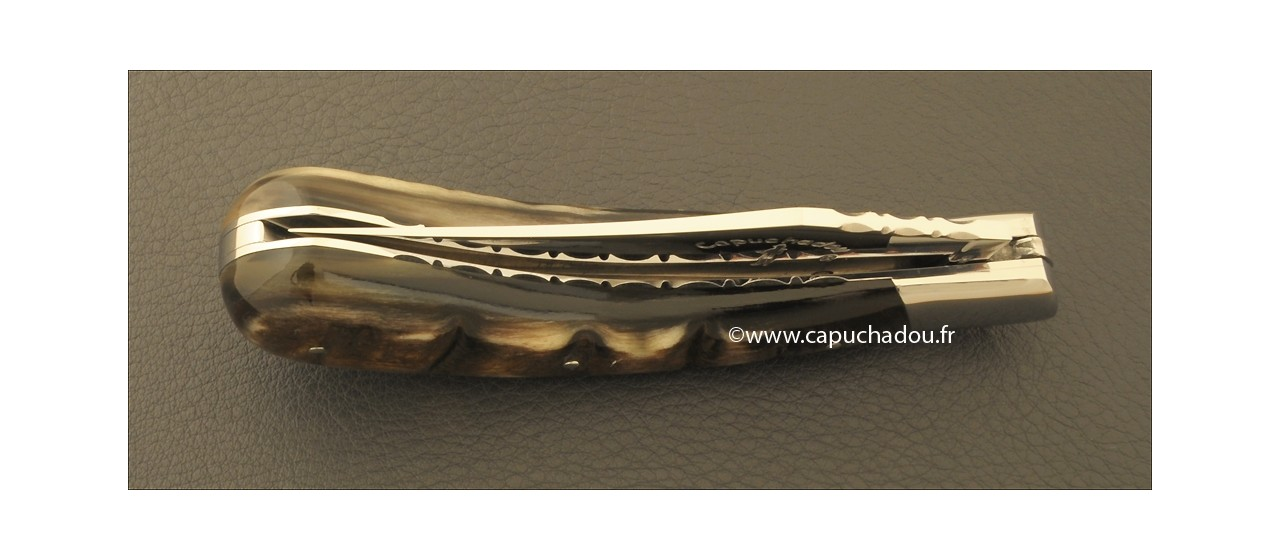 """Le Capuchadou-Guilloché"" 12 cm hand made knife, dark ram's horn"