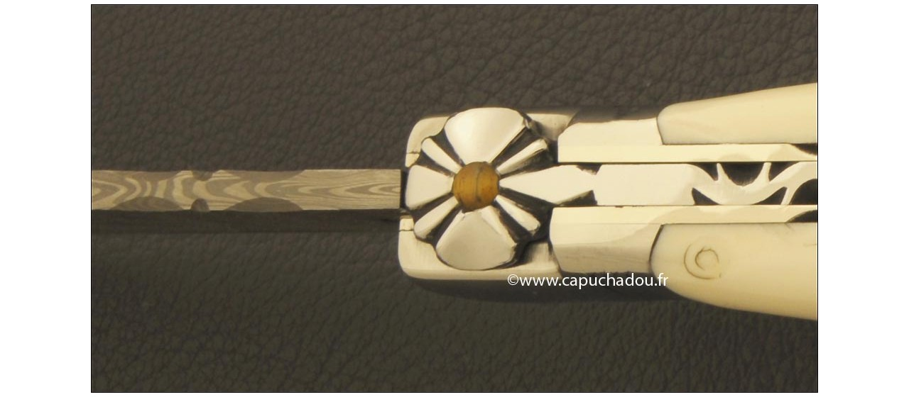 Le Capuchadou® Guilloché 12 cm, ivoire de Phacochère & Damas, maillechort