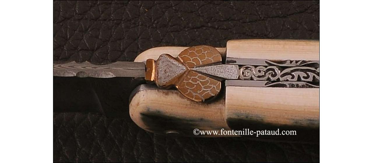 Laguiole luxe en ivoire de mammouth bleu et lame damas